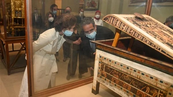 An international presence in a solemn procession .. royal mummies host international symbols