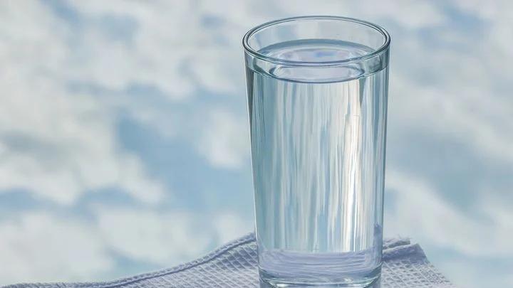 Manfaat Rajin Minum Air Putih Untuk Kesehatan Tubuh