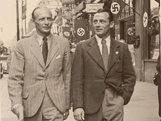 """Sindelar a passeggio con Johann """"Hans"""" Mock per le strade di una Vienna già annessa al Reich."""