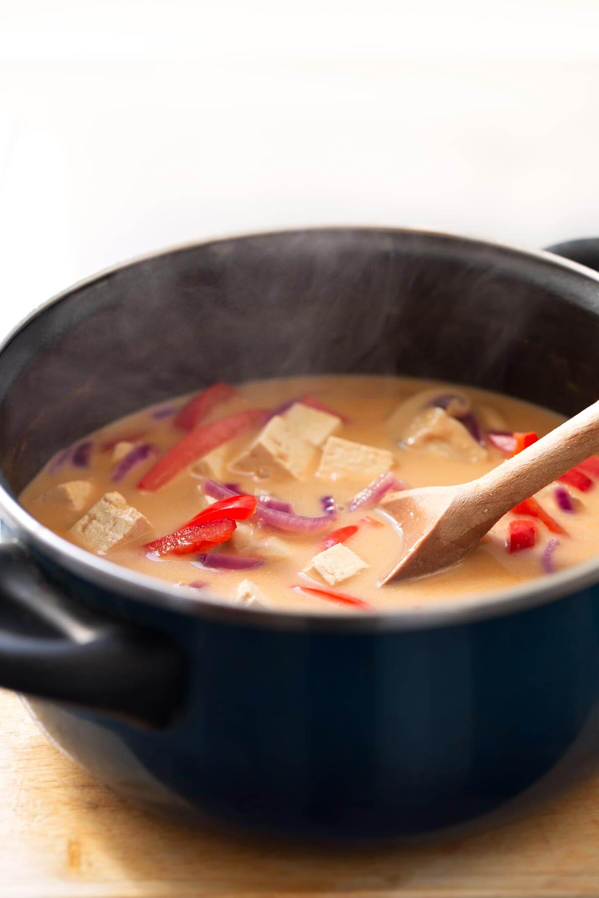 Vegan Thai Coconut Soup.- To make this vegan coconut Thai soup, you only need one pot, so it is a very clean recipe. In addition, it is vibrant and is quite versatile.