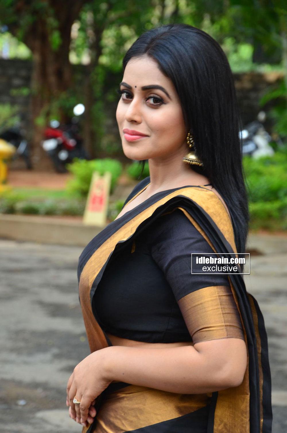 Tamil Telugu Malayalam Actress Poorna Hot Sexy Look At -5006