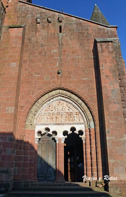 Pórtico de la Iglesia de San Pedro, Collonges la Rouge, Francia