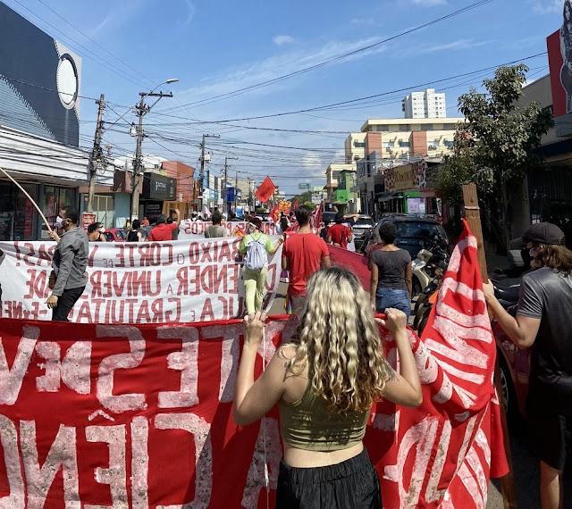 Manifestantes fazem ato contra o governo Bolsonaro em Porto Velho