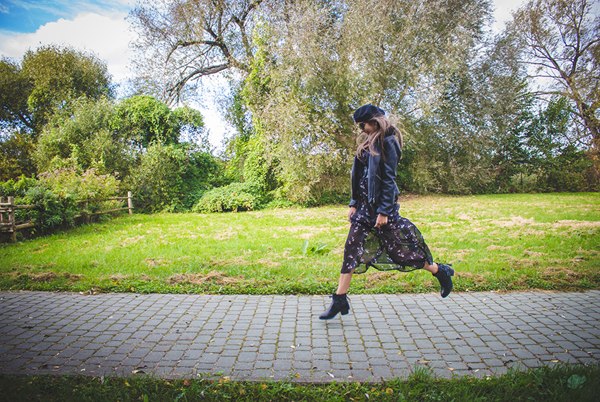 AUTUMN LOOK WITH A FLORAL DRESS