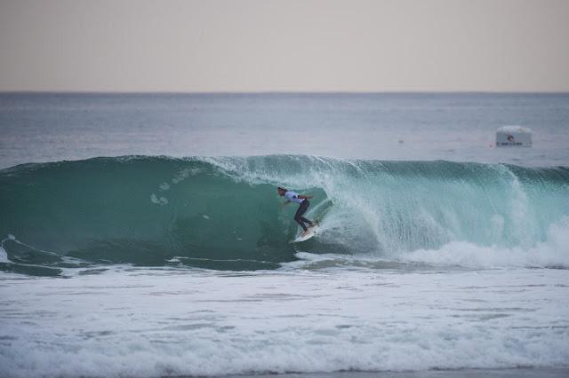 20 Frederico Morais Moche Rip Curl Portugal 2015 Foto WSL Poullenot Aquashot