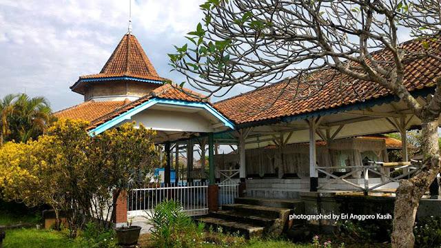Makam Kanjeng Prebu R.A.A. Koesoemadiningrat, Bupati Galuh Ciamis.