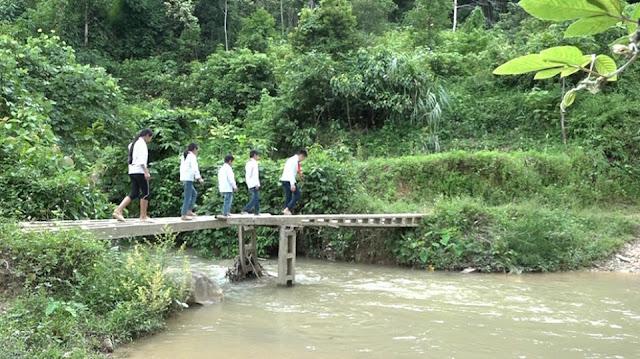 Mong manh những cây cầu vượt suối trị giá 500.000 đồng ở Lạng Sơn 2