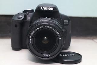 Jual Canon Eos 650D  Spesifikasi :  Lensa Canon 18-55mm Processor Digic 5 18 Mpx LCD 3 Inch Veri-angle ( Layar TouchScreen ) 9 Point AF Bisa Rekam Video dengan AF Jalan Kelengkapan : Unit - Charger Canon - Strap  Minat langsung WA saja Gan..