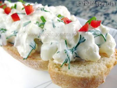 Salata de conopida pe felie de paine (reteta)