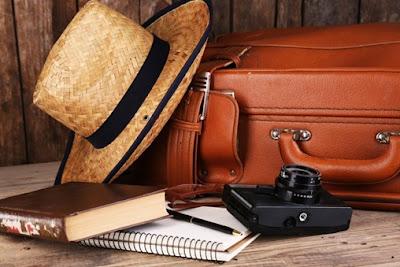 Sering terlupakan barang yg harus dibawa ketika traveling? simak ulasan apa saja yg harus dibawa saat liburan, juga tips traveling untuk wanita