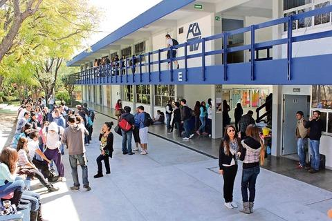La universidad aut noma de quer taro uaq rechaza 1200 for Universidades sabatinas en queretaro