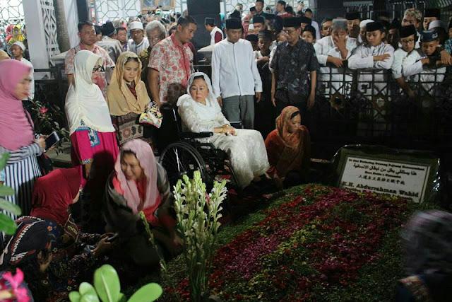 Alhamdulillah, Prasasti Makam Gus Dur Resmi Dibuka untuk Publik