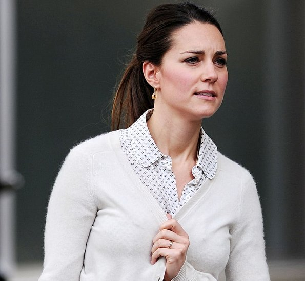 Kate Middleton walked around the Chelsea neighborhood with a male companion while carrying shopping bags from Zara Home