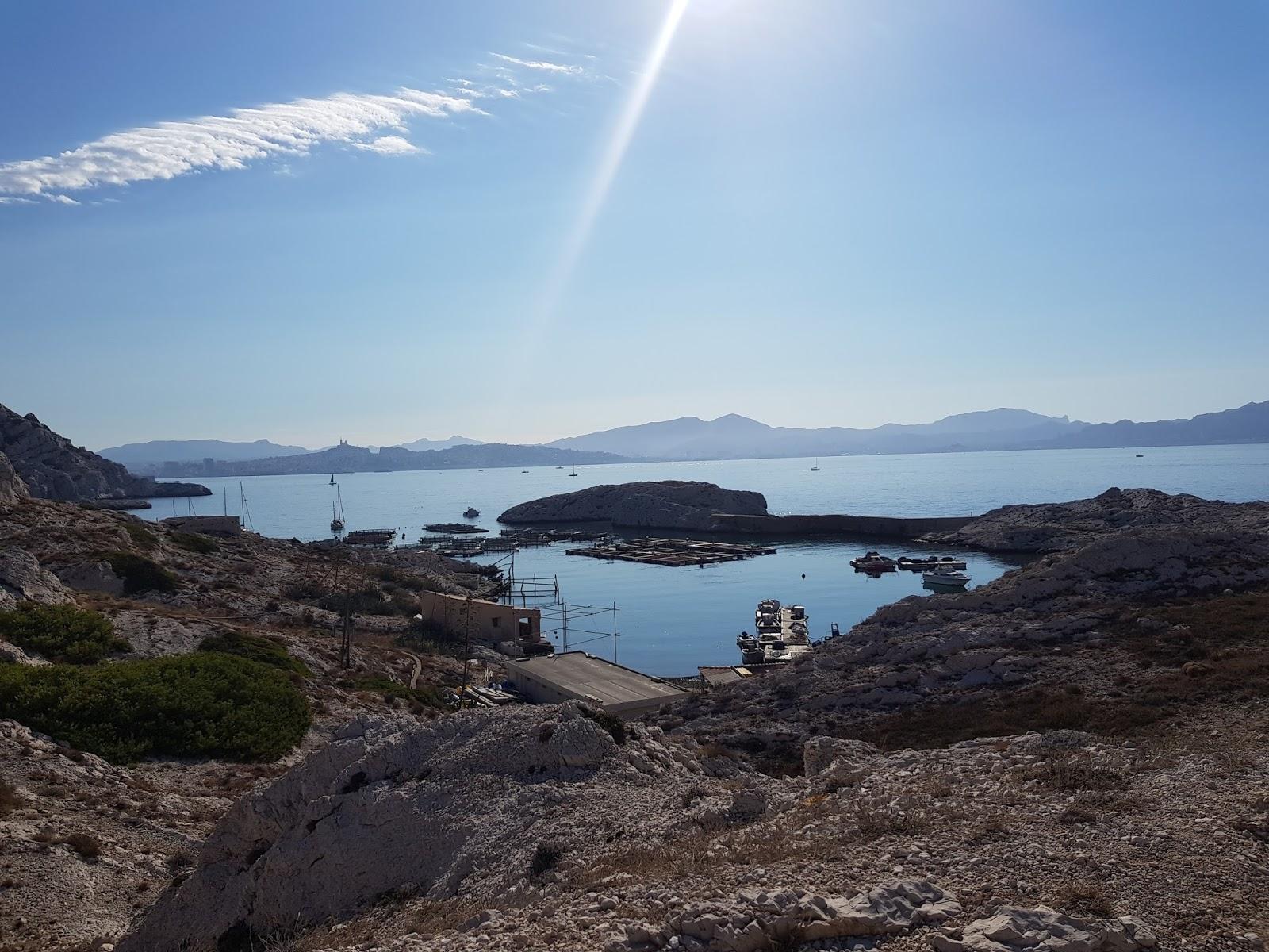 paysage ensoleillé de Marseille en montagne