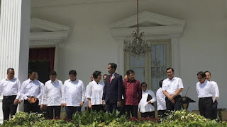 Presiden Kembali Rombak 13 Kementrian, Dan Bu Sri Mulyani Kembali Menjadi Mentri Keuangan - Commando