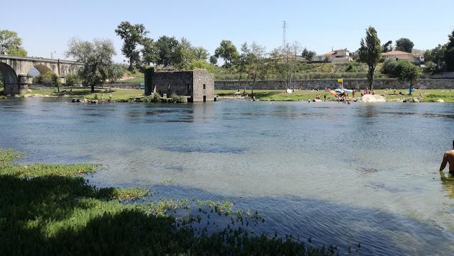 Azenha na Praia Fluvial da Ponte do Bico