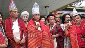 Dibuka Oleh Gubernur Sumatera Utara Hari Ulos Nasional Berlangsung Dengan Sukses