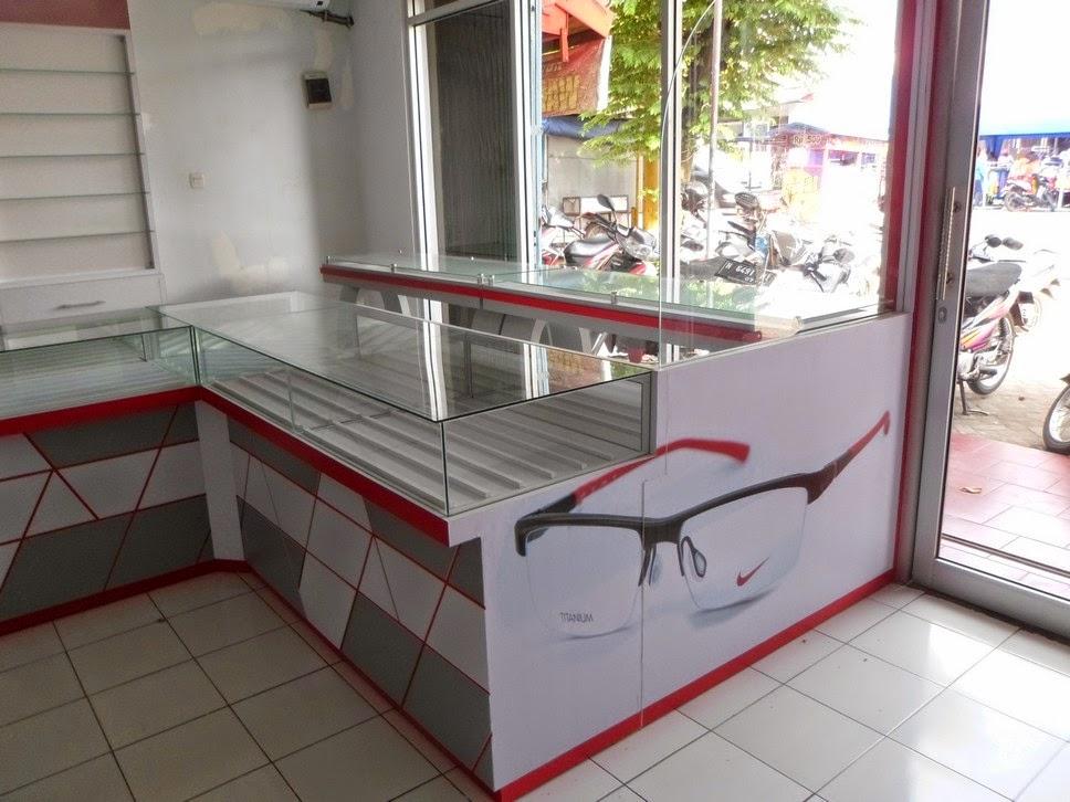Etalase Kacamata dan Interior Untuk Optik - Semarang 03