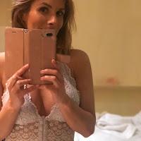 mamas de Catarina Camacho em lingerie