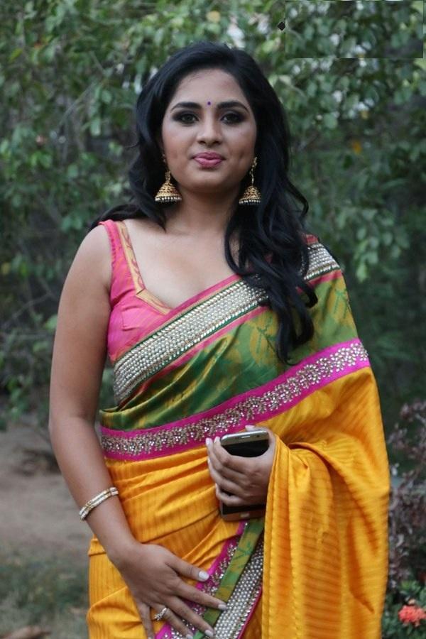 Srushti Dange in Modern Saree