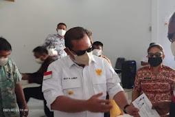 Elly Engelbert Lasut Serahkan Bantuan ke Warga dan Tenaga Kesehatan di Miangas