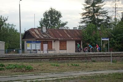Zwierzyniec: przystanek kolejowy