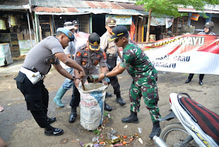 Polri-TNI- Forkopimda Bersih-Bersih di Pasar Baru