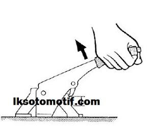 menyetel rem tangan mobil penumpang