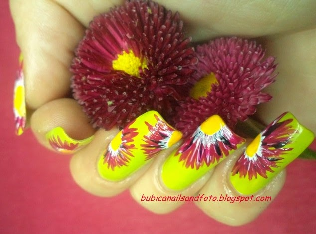 Simple Nails 832 Lime Nails And Red Margareta Flowers Nail Art