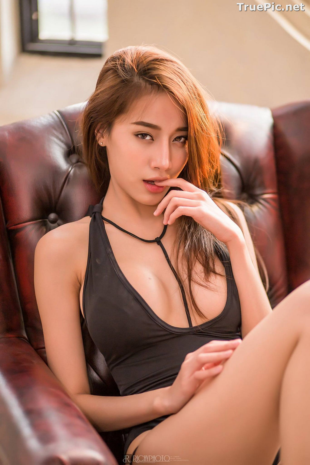 Image Thailand Model - Pichana Yoosuk - Black One Piece Swimsuit - TruePic.net - Picture-3
