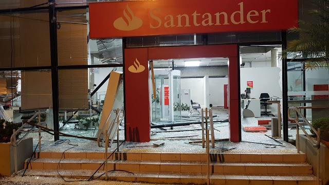 Bandidos explodem agencia do Santander em Conchal, SP