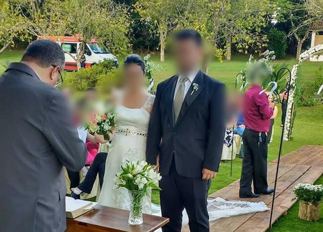 Ambulância do Samu foi flagrada em casamento em Itapetininga (Foto: Arquivo Pessoal)
