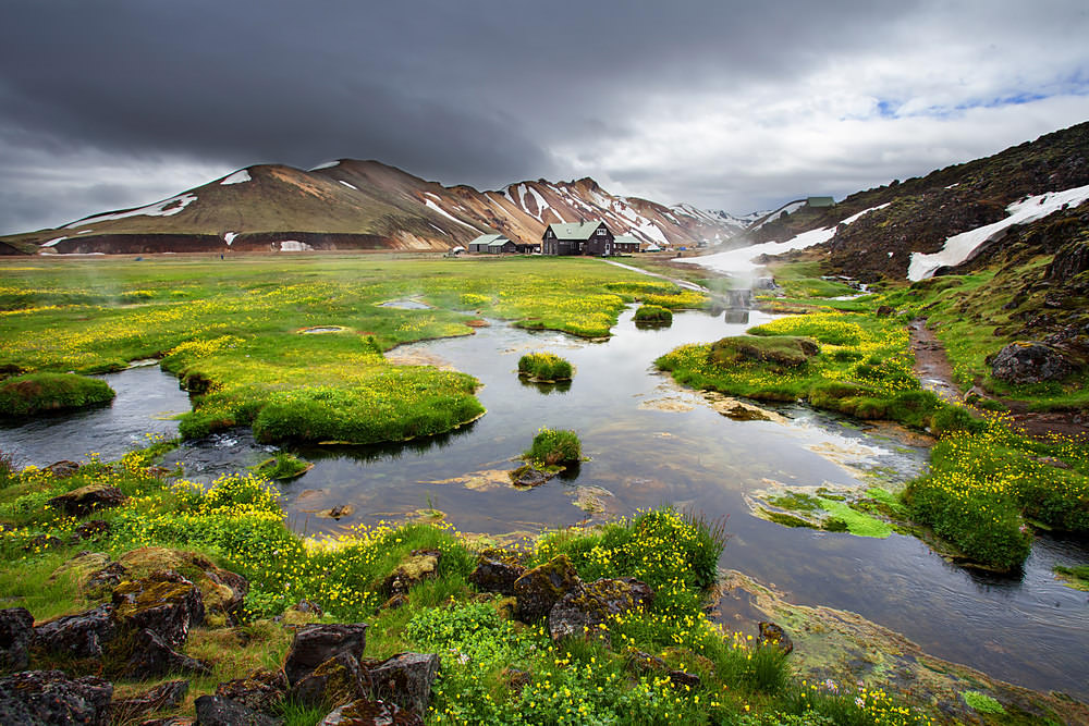 10 Places To Visit In Iceland (That Are Less Expensive Than The Blue Lagoon) - Landmannalaugar