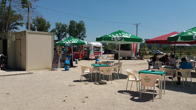 Esplanada do Café de apoio a praia fluvial do rebolim