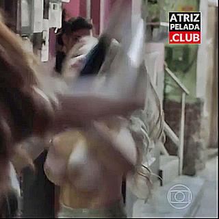 Carla Diaz mostrandos os PEITOS GIGANTES E BRANQUINHOS em cena de novela na Globo