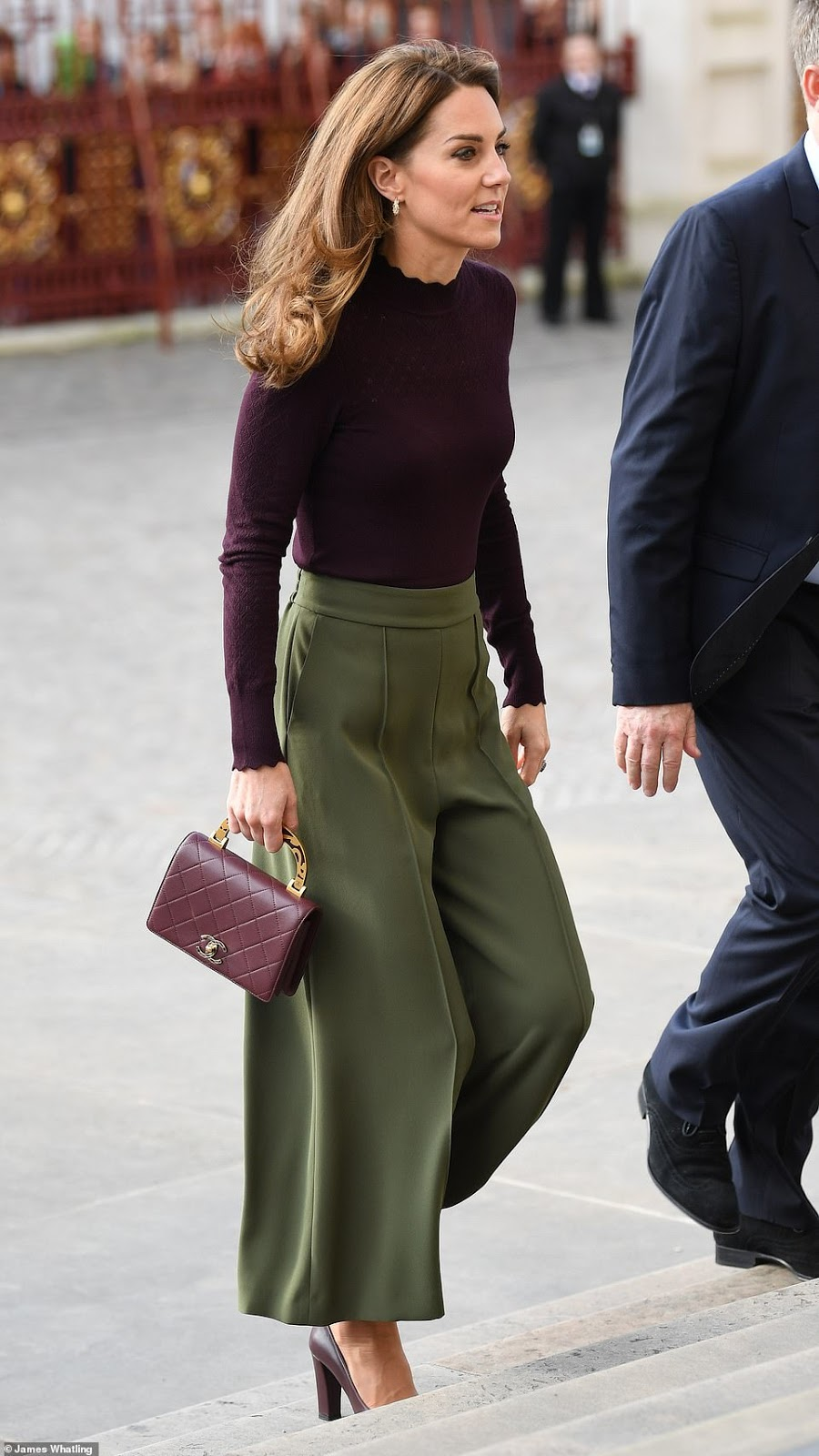 Kate Middleton steps out in Jigsaw culottes and a Warehouse jumper for a visit to the Natural History Museum