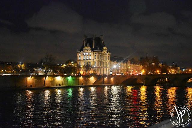 river seine, louvre building