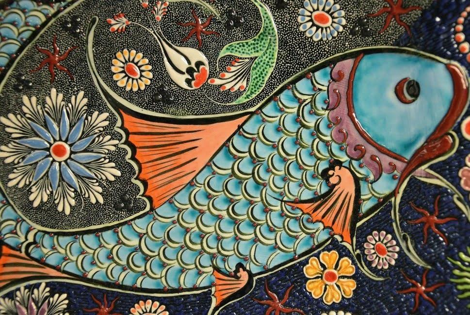 dekoratif adalah gambar yang menggunakan motif