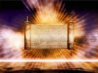 C'est par l'indépendance des âmes (a) que se réalise l'Unité volontaire. La source dirigeante de mes méditations et contemplations sur laquelle mon âme témoigne, se trouve dans la Lumière du Messie (b). Genèse de la vie des hommes (c), jouissant d'une Lumière à la porte étroite (d).