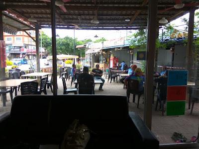 cafe He & She Hostel