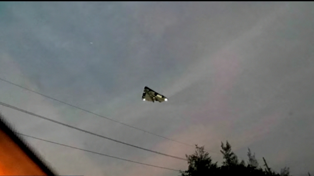 A very sharp and in focus still from the original video of the TR3B over Portland.