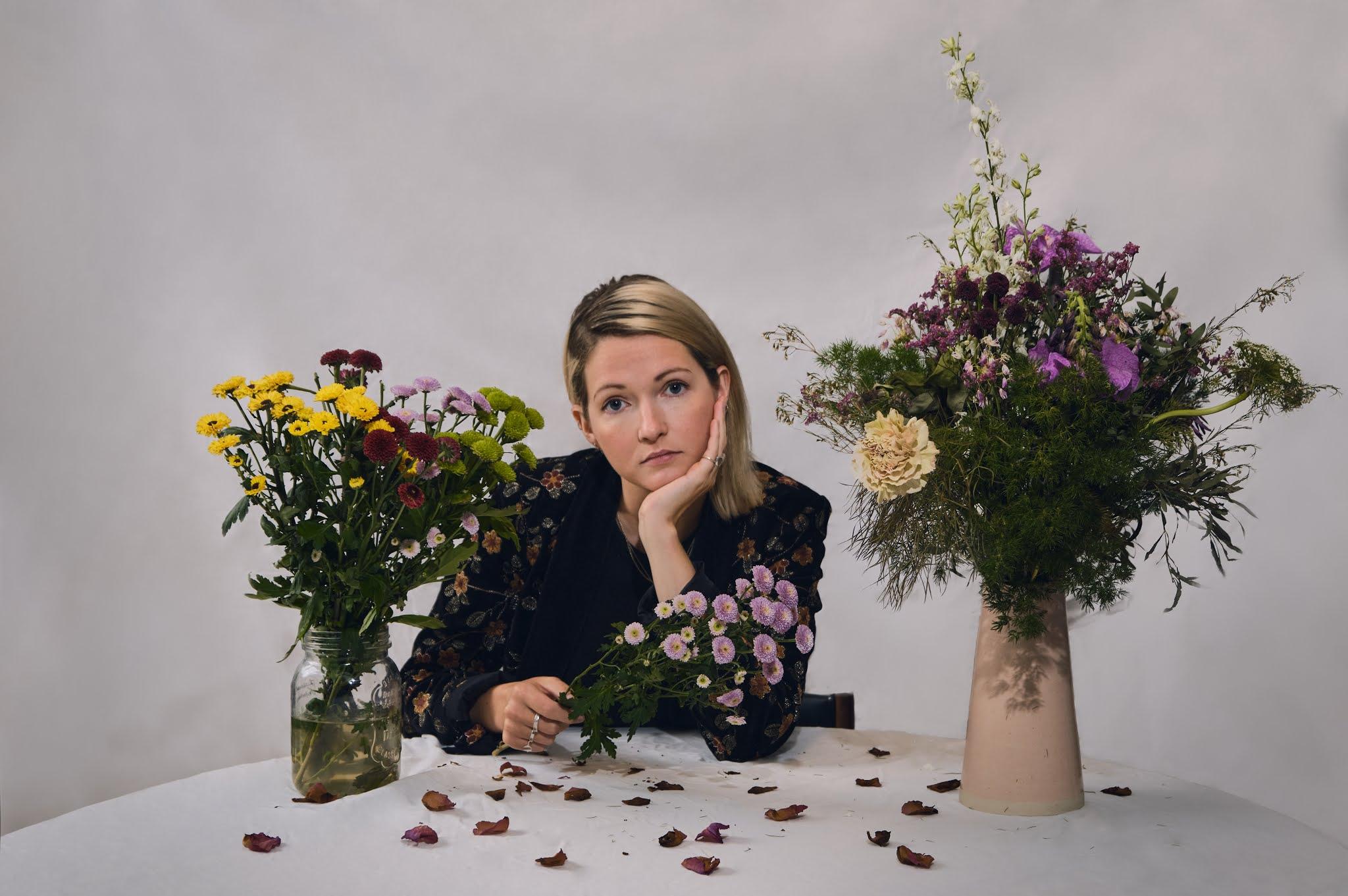 Ailbhe Reddy conta-nos um pouco sobre si em Personal History ~ Threshold  Magazine