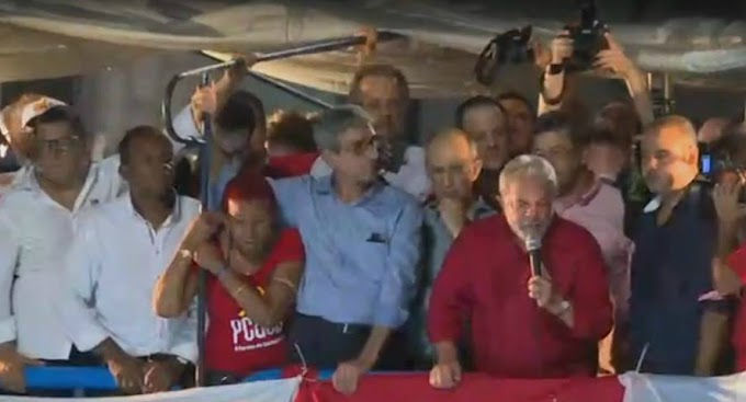 Lula participa de ato contra impeachment na avenida Paulista
