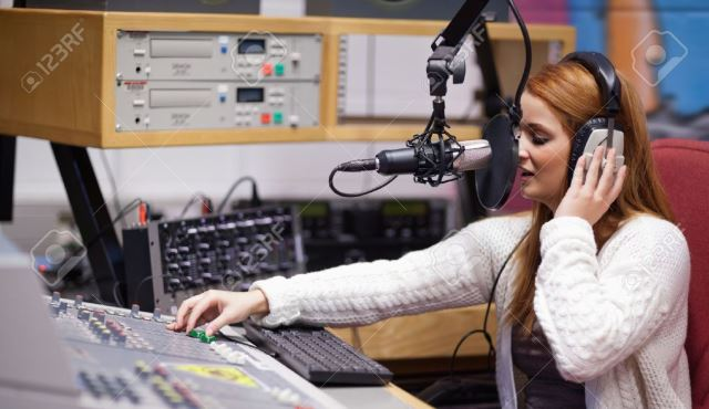 Latihan Penyiar Radio