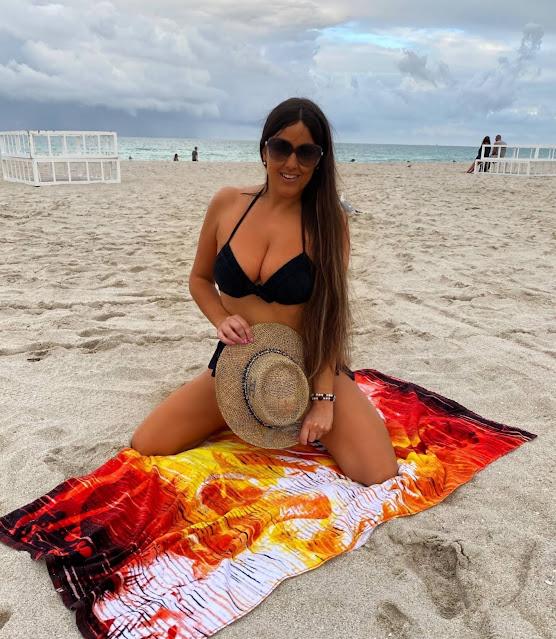Claudia Romani – Posing at Miami Beach in a bikini