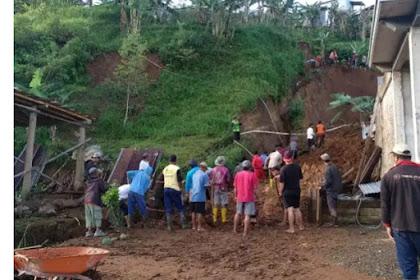 3 Rumah Didesa Beruk Jatiyoso Terkubur Tanah Tanah Longsoran Tebing