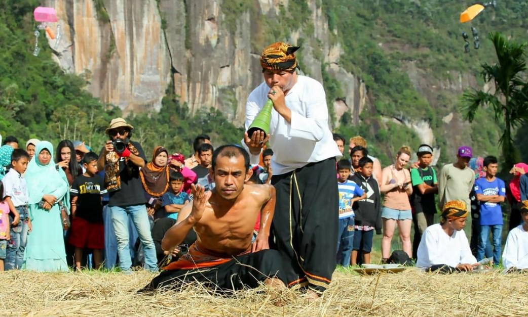 7 Unsur Kebudayaan dan Contohnya di Masyarakat dalam Kehidupan Sehari-hari