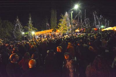 """Έναρξη Χριστουγεννιάτικων εκδηλώσεων στο Αιγίνιο """"Στην Αυλή του Αϊ Βασίλη"""""""