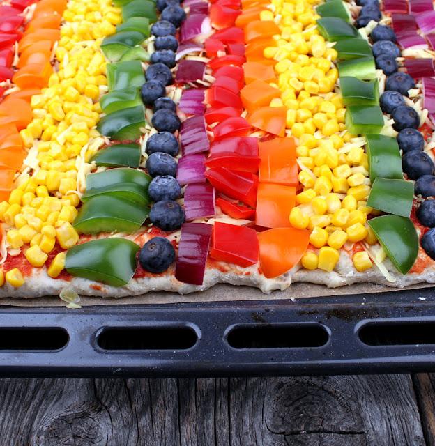 Oppskrift Regnbuepizza Grønnsakspizza Pridepizza Fargerik Hjemmelaget Pizza Vegansk Ost Melkefri