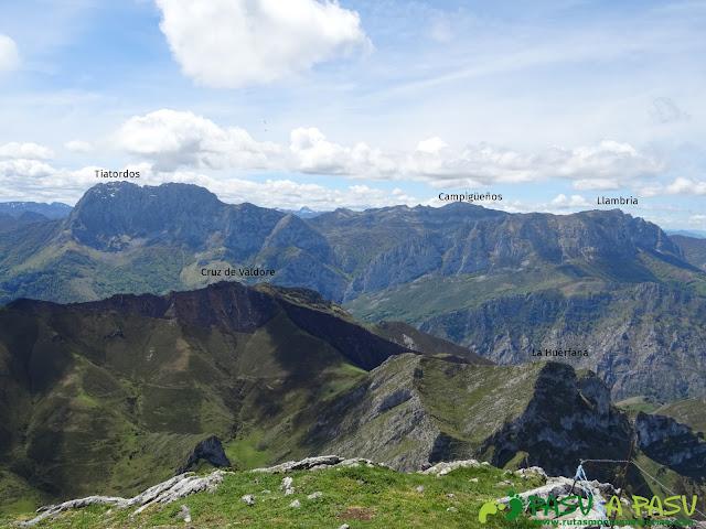 Ruta al Pierzu desde Priesca: Vista del Tiatordos, Llambria y Campigüeños
